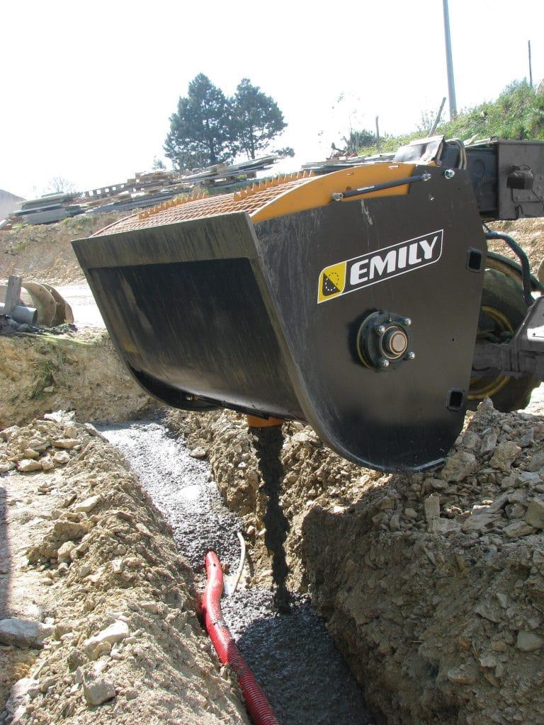 Concrete mixer bucket with oil bath gearbox