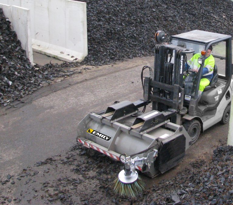 Forklift hydraulic sweeper collector – Outdoor cleaning Mely'Clean