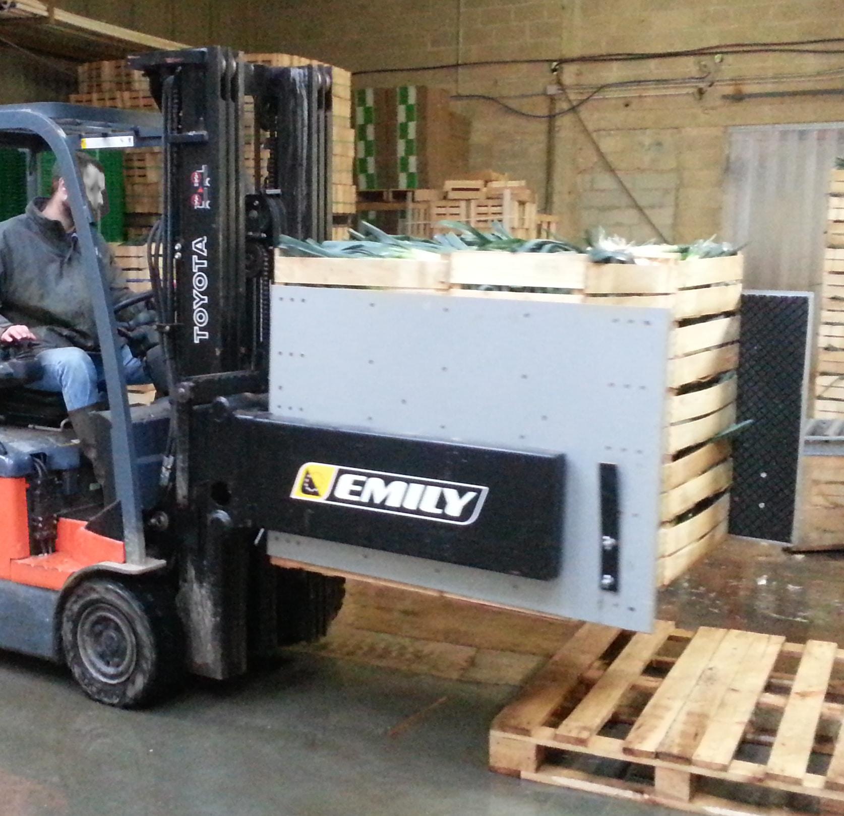 Forklift multi-purpose clamp