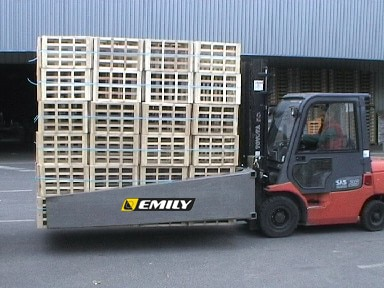 Clamp for empty wood crates